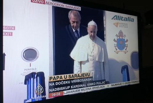 Papa vas ne gleda