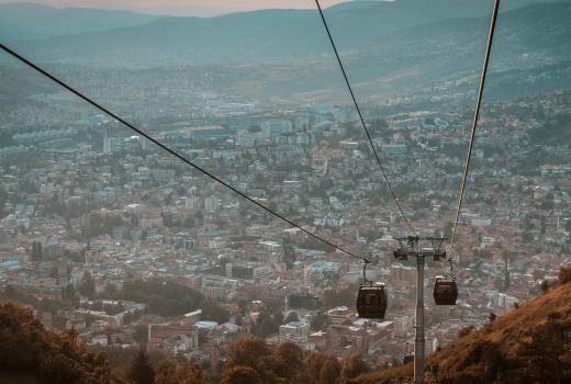 Kako srbijanski mediji izveštavaju o BiH: Rat koji još uvek traje