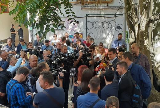 Okupljanje novinara povodom napada na redakciju Radio Sarajeva
