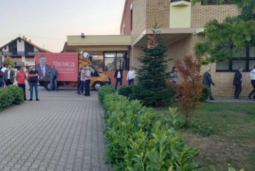 Novinare napada i SNSD i Stanivuković