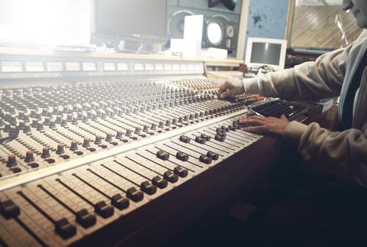 Širom svijeta postoji više od 51.000 radio stanica