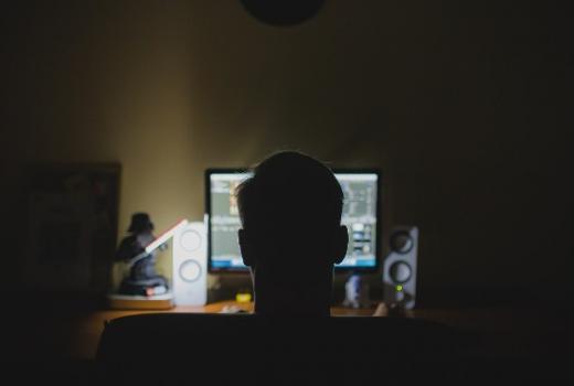 """Ekskluzivna saznanja"" u iskrivljenim ogledalima: Politički online tablodi u RS"